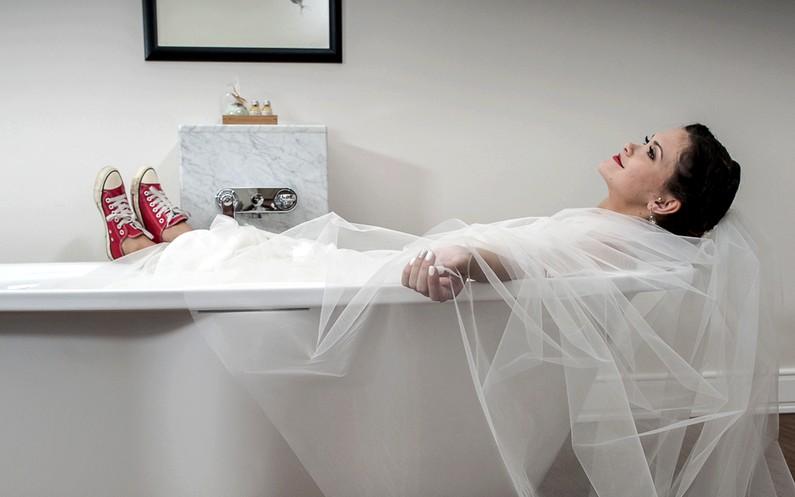 Hogyan kell toalettre menni menyasszonyi ruhában!