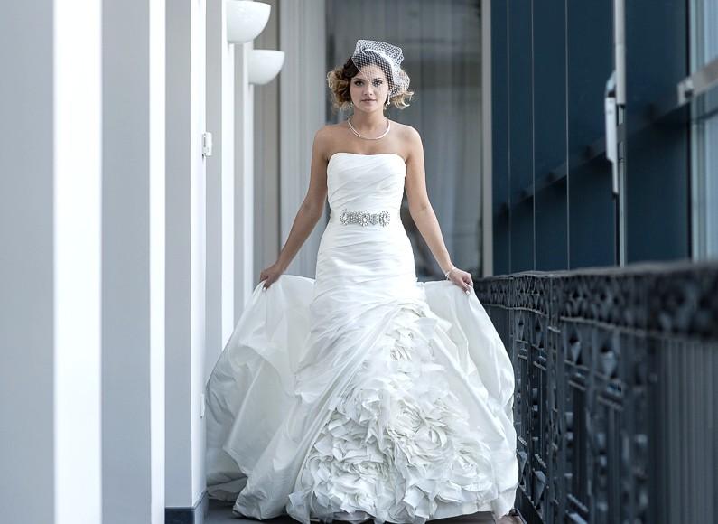 Menyasszonyi ruha próba – esküvői ruha fazonok és a hozzáillő kiegészítők