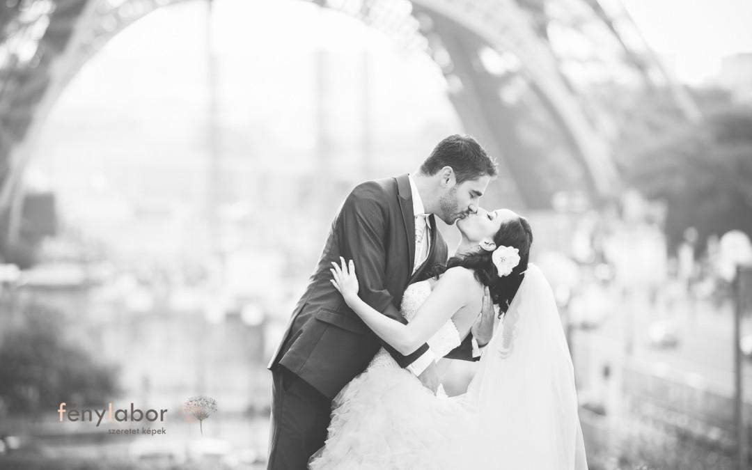 Menyasszonyi fátyol az Eiffel torony lábánál