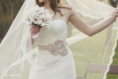 menyasszonyi-ov-puder-szinu-viragos-diana-3